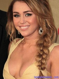 miley cyrus 2012 -hair color?
