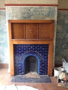 Simple little fireplace that fits on with both the traditional and the art deco 1930s trends.