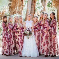 Simplesmente encantada com essas madrinhas! Amei a escolha do marsala e forro nude para elas! Marque a sua madrinha que você quer que fique linda assim! ❤ -  I am totally head over heels with these bridesmaid outfits! Tag the bridesmaid you want to see as beautiful as them at your wedding day! : @cjevans325} #berriesandlove #madrinhas #amigasirmãs #bridaldress #blogdecasamento #weddingblog