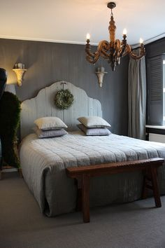 I'm strangely drawn to this. slaapkamer - I'm strangely drawn to this. Home Decor Bedroom, Master Bedroom, Gray Bedroom, Palette Deco, Country Interior, Home And Living, Bedding Sets, House Styles, Furniture