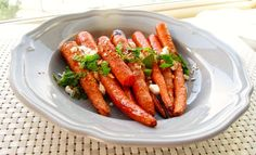 Happy Monday! I bought a big bag of carrots the other day and I was looking for somecookinginspirationwhen I found Moroccan spiced carrots on the web. What a great idea! I love roasted carrots and adding feta cheese to any dish makes it tastier right?!