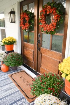 ✓ 75 Farmhouse Fall Porch Decorating Ideas - Page 54 of 75 - Fajrina Decor Entrance Design, Door Design, Fall Home Decor, Autumn Home, Farmhouse Front Porches, Country Porches, Country Homes, Porch Makeover, Front Door Entrance