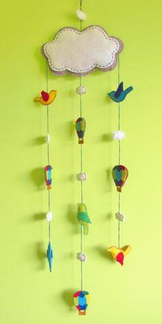 móbile balões e pássaros