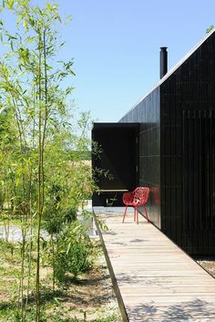 Designed by Format Elf Architekten, Longhouses (Langhäuser) are 3 holiday cottages for a stay on Hafnerleiten farm in Bad Birnbach, Lower Bavaria, Germany. Wood Architecture, Architecture Details, Cottage Design, House Design, Little Houses, Tiny Houses, Premium Wordpress Themes, Elf, Landscape