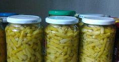 Hozzávalók:   zöldbab (bio a kertből),  só,  ecet,  szalicil.    A zöldbabot megmostam, megtisztítottam, és megfelelő darabokra törtem. ... Canning Pickles, Pickling Cucumbers, Ketchup, Diy Food, No Bake Cake, Food Storage, My Recipes, Mason Jars, Bacon