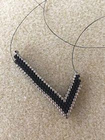 Your description here Beaded Earrings Patterns, Leaf Earrings, Diy Earrings, Seed Bead Necklace, Beaded Necklace, Beaded Bracelets, Brick Stitch Earrings, Earring Tutorial, Diy Bracelet