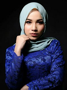 Beautiful Arab Women, Beautiful Hijab, Kebaya Dress, Hijab Collection, Arab Girls Hijab, Hijab Fashionista, Iranian Women Fashion, Hijabi Girl, Woman Face