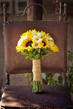 I've always wanted a wedding bouquet of sunflowers and daisies, the happiest flowers! :)