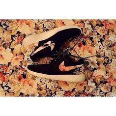 Nike flower print - I want theseeeeeee!
