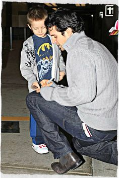 As a mom, this candid of Cavill just melted my heart.