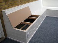 Platsbyggd soffa med förvaring