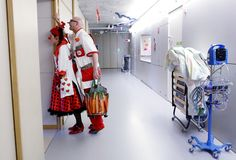 Clown doctor Schmatz alias Regula Kaltenrieder (L) and her colleague doctor Spook of the Theodora foundationwait outside of a sickroom at the university childrenÕs hospital of the Insel in Bern February 19, 2013.   REUTERS/Pascal Lauener