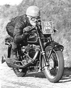 The Velobanjogent: Velocette 4 cylinder British Motorcycles, Racing Motorcycles, Vintage Motorcycles, Motorcycle Posters, Retro Motorcycle, Best Motorbike, Automobile, Bmw Cafe Racer, Classy Cars