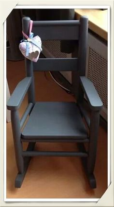 Oude schommelstoel voor de kinderen