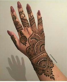 Explore latest Mehndi Designs images in 2019 on Happy Shappy. Mehendi design is also known as the heena design or henna patterns worldwide. We are here with the best mehndi designs images from worldwide. Mehandi Designs, New Henna Designs, Indian Mehndi Designs, Mehndi Designs 2018, Mehndi Designs For Girls, Modern Mehndi Designs, Mehndi Design Pictures, Beautiful Mehndi Design, Henna Tattoo Designs