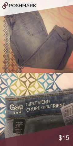 Gap girlfriend Coupe jeans/Capri size 10 I bought these and they don't fit! Trying to get back some $. GAP Jeans Ankle & Cropped