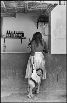 Elliott Erwitt SPAIN. Barcelona. 1952.