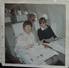 John Lennon and Ringo Starr Just Good Friends, John Lennon Beatles, Beatles Band, Kinds Of Dance, Beatles Photos, The Fab Four, Ringo Starr, George Harrison, Cultura Pop