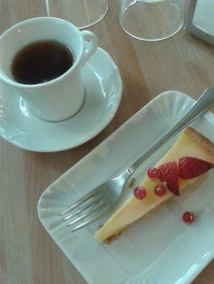 """Prima degustazione: tè """"Elisabeth"""" con frolla alla crema di limone e frutti di bosco...  https://www.facebook.com/pages/The-Little-Tea-Room/152299044931075"""