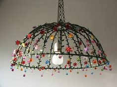 Under the dome large ceiling lampshade, unique meta .- Unter der Kuppel große Decke Lampenschirm, einzigartige Metall Leavs Blumen und… Under the dome large ceiling lampshade, unique metal Leavs flowers and beaded lighting - Tapetes Diy, Home Crafts, Diy Home Decor, Diy Crafts, Deco Boheme, Diy Chandelier, Chandeliers, Vintage Lamps, Lamp Shades
