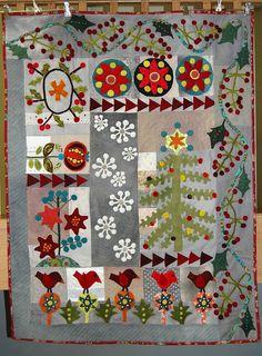 Lizzie's gorgeous quilt.  A Sue Spargo pattern.