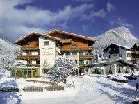 #Skireisen #Alpbach - Sporthotel Sonnenuhr  in Alpbach günstig buchen www.winterreisen.de #Ski #Winter # Austria # Skiing #Skiurlaub #Winterreisen Das komfortable 4-Sterne-Sporthotel Sonnenuhr befindet sich etwa 1 km vom Ortszentrum Kramsach entfernt. Zum Lift Kramsach sind es ca. 500 Meter und die Alpbacher Bergbahnen sind etwa 10 km entfernt