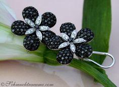 Black & White Diamond Flower Studs » Juwelier Schmucktraeume.com