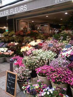 Paris in October ~ Fleurs at rue Cler