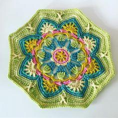 1/16 #persiantilesblanket Free Mandala Crochet Patterns, Crochet Motif, Diy Crochet, Crochet Stitches, Crochet Granny, Crochet Squares Afghan, Crochet Blocks, Crochet Monsters, Crochet Projects