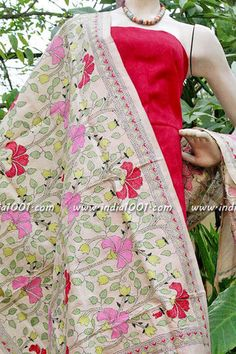 Stunning Tussar Silk Dupatta with Hand Embroidered Nakshi Kantha work. The thread work is breathtakingly beautiful and very intricate. Simple Embroidery Designs, Hand Work Embroidery, Hand Embroidery Patterns, Embroidery Stitches, Kutch Work, Embroidered Quilts, Kantha Stitch, Silk Dupatta, Running Stitch