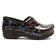 Dansko Professional Leopard Multi Leather - love these. Wear my Danskos practically everyday. Nursing Scrubs, Nursing Shoes, Dansko Shoes, Clogs, Scrub Shoes, Cute Nurse, Phlebotomy, Medical Assistant, Future Career