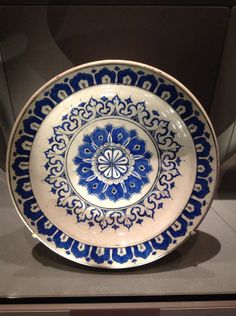 Dish with Kaleidoscope Design, Turkey, Iznik, Ottoman Period, Metropolitan Museum of Art Glazes For Pottery, Ceramic Pottery, Pottery Art, Ceramic Plates, Pottery Painting Designs, Pottery Designs, Turkish Art, Turkish Tiles, Metropolitan Museum