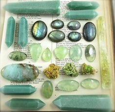 About the physical and metaphysical properties of aventurine gemstone, a variant of the quartz mineral. Minerals And Gemstones, Crystals Minerals, Rocks And Minerals, Stones And Crystals, Gem Stones, Crystal Magic, Crystal Grid, Crystal Healing, Crystal Aesthetic