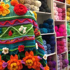 Wolwinkel van de Maand november – Rits in November, Van, Blanket, Crochet, Templates, Tejidos, Emerald, November Born, Ganchillo