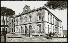 Teatro Rosalía de Castro en 1901 (ardeu en 1910), na rúa Policarpo Sanz, no lugar que ocupa hoxe o teatro García Barbón