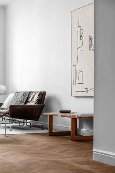 Stunning nordic apartment with oversized art
