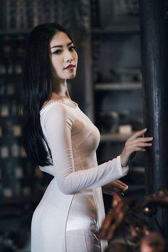 Asian Woman in white dress Vietnamese Traditional Dress, Vietnamese Dress, Traditional Dresses, Ao Dai, Femmes Les Plus Sexy, Asia Girl, Beautiful Asian Women, Sexy Asian Girls, Asian Woman