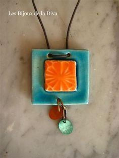 Collier 38 ; Carré orange et turquoise et sequins de nacre color