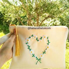 El işi Kanaviçe Kalpli Papatya Çanta - Clutch Bag for Women - Cross Stitch embroidery clutch - Embroidery - вышивка колье - Handmade - Cross Stitch -  Cross Stitch Clutch Bag - Brazilian embroidery -  embroidery - crossstitch - kanaviçe - вышивка крестиком -  вышивка - ручной работы