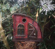 I Build Magical Palaces For The Little Birds In Your Garden. Rustic Bird Feeders, Bird House Feeder, Bird Houses Diy, Fairy Garden Houses, Bird House Plans, Birdhouse Designs, Gnome House, Bird Cages, Miniature Fairy Gardens