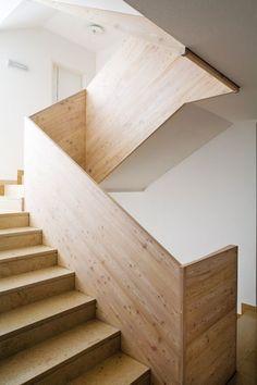 binderholz Fügen, Massivholzplatte, Stiegenhaus, Treppe Stair Ladder, Stair Railing, Railing Design, Staircase Design, Stairs Architecture, Architecture Design, Modern Stairs, Brick Facade, Interior Stairs