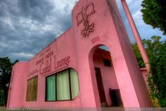 Fleur de Lis Pizza -- a long-standing icon on Government Street in Baton Rouge, at Cloud Drive . Enjoyed SO many great meals there! Louisiana State Capitol, Louisiana Homes, Grand Isle, Gulf Of Mexico, Lsu, Back Home, Adventure Time, Pretty In Pink, New Orleans