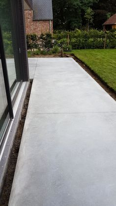– Claesbetonvloeren B.A A terrace is an oasis of… - Garten Design Front Yard Patio, Front Yard Landscaping, Backyard Patio, Concrete Patios, Stamped Concrete Driveway, Poured Concrete, Indoor Garden, Outdoor Gardens, Small Gardens