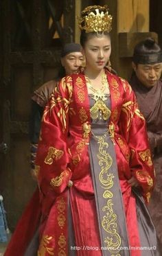 Pretty actress, Ha Jiwon in National costume of Korea - the hanbok. Korean Traditional Dress, Traditional Fashion, Traditional Dresses, Vietnam Costume, Korean Tv Shows, Empress Ki, Ha Ji Won, Prettiest Actresses, Korean Wedding