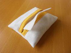 Anleitung für eine Feuchttücher-Tasche aus Filz fürs Puppen-Wickel-Set