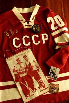 Jersey and items belonging to the great Soviet goaltender Vladislav Tretiak Blackhawks Hockey, Hockey Teams, Hockey Players, Hockey Stuff, Hockey Shot, Ice Hockey, Maillot Lakers, Descente Ski, Field Hockey Equipment