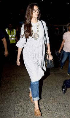If you are thinking of adding a neutral accessory to your wardrobe, then look to our Bollywood divas for some inspiration. This season, fashion's It girls have shown us the power of tan accessories. Casual College Outfits, Chic Outfits, Fashion Outfits, Inspired Outfits, Indian Dresses, Indian Outfits, Casual Indian Fashion, Indian Designer Outfits, Kurta Designs