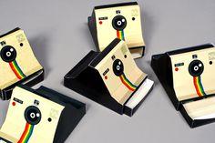 Tânia Frade — projeto gráfico 'Polaroid Box' (maquetes); 2014. #alquimiadacor #designeproduçãográfica #polaroid #graphicdesign #fotografia #photography #cameras  https://www.behance.net/gallery/22411131/Polaroid-Box-PhotographyGraphic-Design-Portfolio