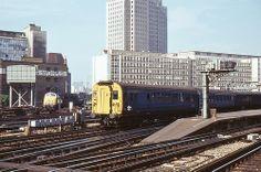 BR Class 404 4COR EMU 3161, London Waterloo, October 1971 Electric Locomotive, Diesel Locomotive, Uk Rail, Waterloo Station, Southern Railways, Electric Train, British Rail, Train Pictures, Great Western