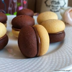 BISCOTTO BACIO BIGUSTO ripieno nutella | Cucinare è come amare Italian Cookies, Italian Desserts, Mini Desserts, Easy Cookie Recipes, Sweet Recipes, Pizzelle Recipe, Biscotti Cookies, Cooking Cake, Creative Cakes